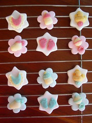 baby shower cupcake toppers (Mossy's Masterpiece cake/cupcake designs) Tags: baby feet cupcake toppers babyshower bibs