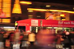 (Nicht sehr) Viele Bahnen fahren nach Rom (tonal decay) Tags: germany saxony tram weihnachtszeit leipzig menschen sachsen pan hbf verkehr ampel lichter strassenbahn pnv mitzieher strasenbahn