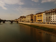 Florencja, Italy (agrolka) Tags: travel beauty buildings river landscapes italia colours view firenze kolory budynek rzeka wochy 5photosaday florencja fujifinepixs6500fd