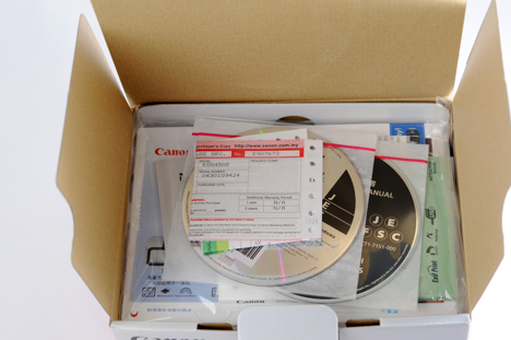 Canon XSi / 450D box opened