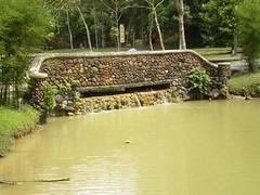 rock bridge (rhmn) Tags: pictures rock gardening outdoor landscaping rustic malaysia tropical danial plans ideas ieman bridgesquidoo