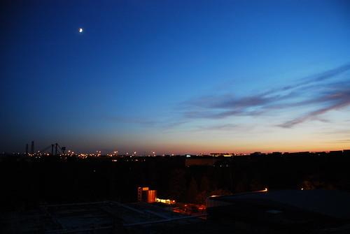 ヒルトンからの眺め。この明るさで22時。