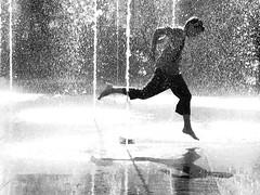 Bern (HanaS.) Tags: boy water fountain schweiz wasser noiretblanc bern 1001nights voda kluk abigfave magmag superaplus aplusphoto platinumheartaward artlegacy goldstaraward phvalue favekids