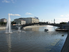 7238 - Moscow - Pedestrian bridge over Vodootvodny Canal (thisisbossi) Tags: russia moscow bridges canals rivers streams fountains moskva москва russland россия rossiya pedestrianbridges vodootvodnycanal водоотодныйканал waterbypasscanal