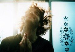(noe valdez) Tags: portrait analog 35mm bathroom retrato amor forzado bao littleflowers skyblue celeste pushing analgico truda pentaxsp1000 florcitas fuji100asa ivnstemberg