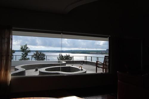 打開窗簾直接可以看到南灣