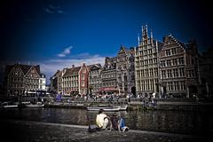 Pareja en Gante (bizen99) Tags: canal edificios belgium nubes casas belgica ghent gent gante filtro sigma1020mm sigma1020 sigmaaf1020mmf456exdchsm bizen99belgica