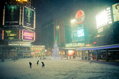 Ode to LG (sign) (tomms) Tags: winter snow toronto storm night square lights downtown neon muchmusic lg amc citytv tls theatres eatonscenter luckygoldstar lifesgood torontolifesquare lgsign dunassquare 10dundaseast