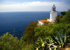 El far de Sant Sebasti / Sant Sebasti lighthouse (SBA73) Tags: sea costa mer lighthouse faro coast mar mediterranean mare catalonia catalunya far palafrugell katalonien empord mediterrani marenostrum santsebasti baixempord top20colorpix mywinners colourartaward lighthousetrek 100commentgroup vosplusbellesphotos