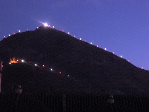 Cerro rico en la noche