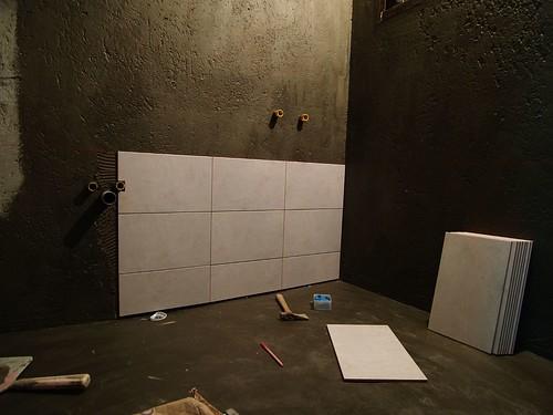 開始貼壁磚