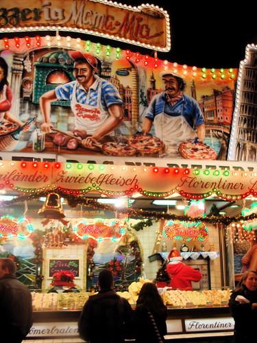 Buden, Buden..überall Buden, Spaß und Trunk ©André-Pierre/flickr.com