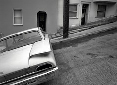 Jones Street steps, San Francisco (Dave Glass . foto) Tags: sanfrancisco russianhill fordgalaxie 1960ford fujigs645s cityofhills jonesstreetsteps