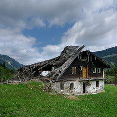 The abandoned Alte Bucheben farmhouse (Bn) Tags: old family urban panorama house mountain snow alps salzburg abandoned home bike farmhouse rural geotagged cycling austria goldberg interestingness topf50 tour decay country neglected creative mountainbike glacier spooky falling explore alpine forgotten valley biking weathered disused homestead discarded forsaken mountainbiking untouched deserted gravel dilapidated nonfiction abused apart radweg farmlife urbex alte unspoilt 50faves kolmsaigurn hohetauernnationalpark rauristal ritterkopf bucheben raurisvalley rauriskolmsaigurn geo:lon=12974776 geo:lat=47131131