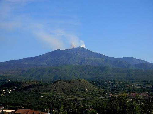 The restless volcano in our backyard (Etna, 17 June 2011)