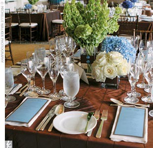 blue-green-centerpieces-place-setting-wedding-reception1 por tibimages.