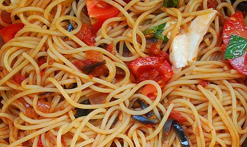 Spaghetti with aubergine, mozzarella & basil