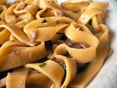 Tagliatelle e funghi (alfiererosso) Tags: food macro cuisine cibo italianfood cucina kuche speise cocinaitaliana ciboitaliano pastaconfunghi pastawithmushrooms nudelnmitpilzen italienischespeise