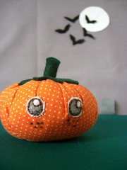Sweet pumpkin (Stitcher Scribbler) Tags: food cute halloween face blog eyes holidays pin handmade embroidery sewing craft felt plush fabric stitches freckles pincushion cushion housey stitchesbyme