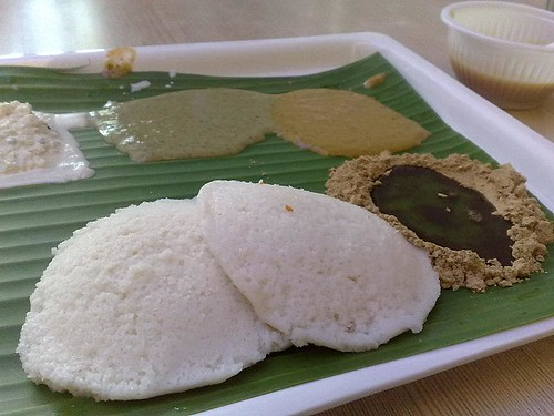 Idli with chutneys plus oil & podi