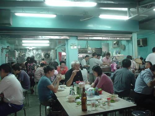 [吃] 南機場夜市_08:來來餃吩??_人潮眾多
