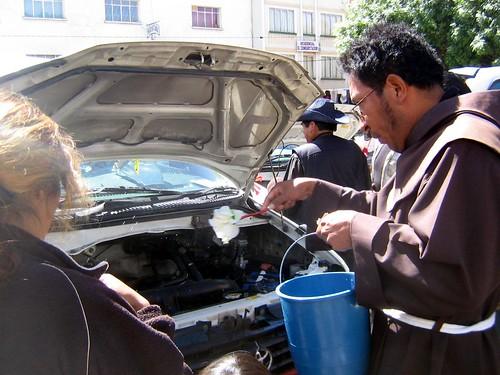 agua bendita pal motor del carro!