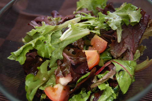 Mesculn Salad with Tomatoes