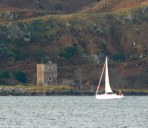 Yacht and Wee Cumbrae Castle 25Nov08