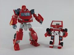 Transformers Ironhide Classic Henkei - modo robot vs. G1 (by mdverde)