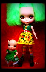 Two Wild and Crazy Girls (rockymountainroz) Tags: piggy limitededition babalu cwc rbl elfdoll takaratomy neoblythe houseofpinku bennieandthejets primadollyamaryllis parasoldollpetticoat clarencewinterberry