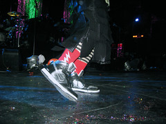 Billy's New Kicks - 12/8/08 (slowdawn) Tags: chicago smashingpumpkins billycorgan auditoriumtheatre jimmychamberlin jeffschroeder 12808 lisaharriton gingerreyes gingerpooley chrispooley