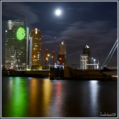 Luna Llena Sobre la Ciudad @ RDAM-SOUTH,KVZ. (Jodyvoshrotterdam) Tags: moon netherlands skyline square la ciudad luna fullmoon le jody montevideo kpn kopvanzuid nightphotos sobre noordereiland zuidholland kleuren llena maan vollemaan vierkant rotjeknor kvz longxposure rotterdamsouth sonydsrla200 mooistestadvannederland meeuwenstraat jodyvoshrotterdam jodyvosh picknickframe