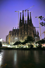 Sagrada Famlia, Barcelona, Spain (joelmetlen) Tags: barcelona travel espaa night spain nikon gaudi sagradafamlia antonigaud joelmetlen yahoo:yourpictures=europeanmonuments