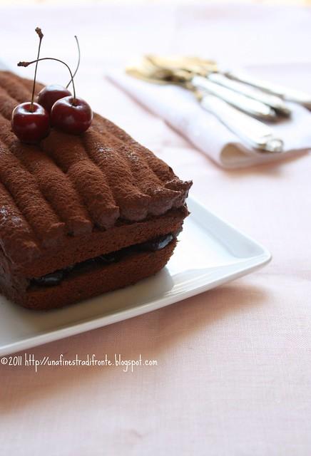 Cake al cioccolato e ciliegie