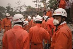 China, Beichuan, Sichuan - earthquake - workers (Nick Kozak - nickkozak.com) Tags: china school rescue earthquake sichuan operation destroyed beichuan