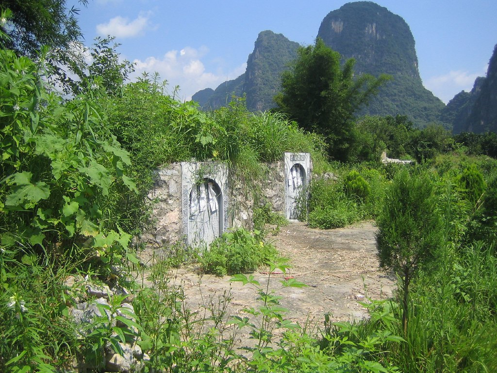 Monuments to ancestors, Guilin