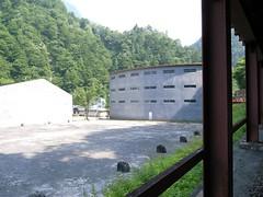 小屋平にある扇型の建物