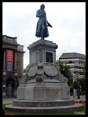Statue Gretry (Tseitsuko) Tags: st shot sony cathdrale lambert cyber lige dsch3 gretry