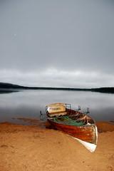 """A Boat Called Isabel"" (@houdi_) Tags: scotland highlands earlymorning loch insomnia aviemore inverness lochmorlich glenmore d40 nikond40 aldonnellymorning afsnikkor1055mmkitlens imagecopyright©aldonnellyhoudi"
