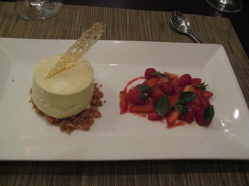 Zazu, Quito, Ecuador: Vanilla Panna Cotta, Berry salad
