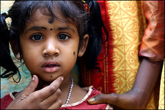 black spots - Madurai (Maciej Dakowicz) Tags: city portrait people india girl children asia madurai tamilnadu tikka bindi