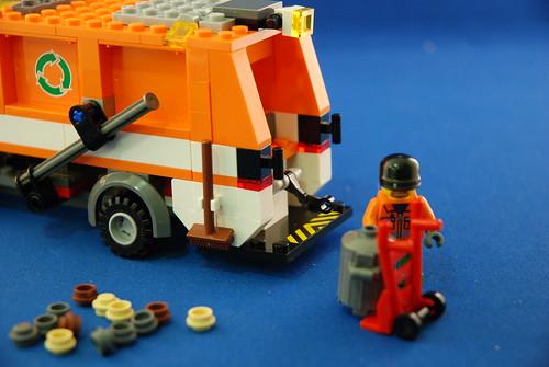 LEGO 7991 垃圾車_06.JPG