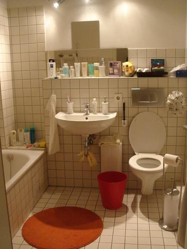 多了些顏色不再是白白一片的浴室