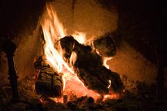 Catch a fire! (IzuenGordelekua) Tags: madrid light espaa luz spain fireplace cc creativecommons chimenea argia madril espainia losmolinos byncsa sutondoa