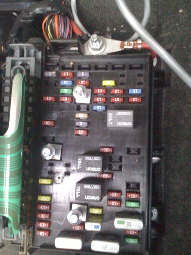 3054499796_8b9a8fa334?v=0 fuse box under rear seat burned up chevy trailblazer 2004 chevy trailblazer rear fuse box at mifinder.co