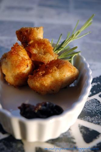 Bocconcini di pollo al curry piccante e confettura di cipolle al vino