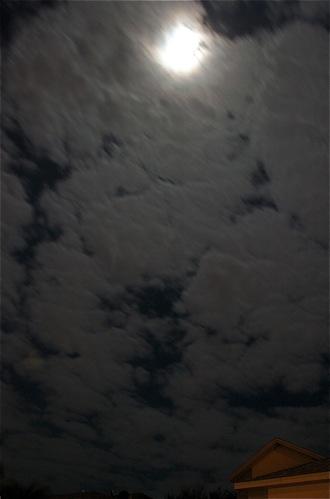 vert_house_moon_0120