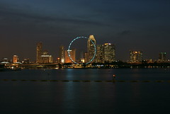 Singapore Flyer at Barrage Bridge (rYaNkOh^+#*) Tags: night marinabarrage singaporeflyer