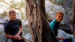 Canyon d'I Macini (Fiumorbu) : Xavier et Laurent au rappel de 25 m (en étroiture)