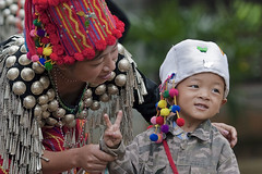 Yunnan, Ruili : Jingpo #10 (foto_morgana) Tags: china portrait people hat asia dress yunnan ethnic minorities ruili jingpo traditionnaldress traditionnalgarment